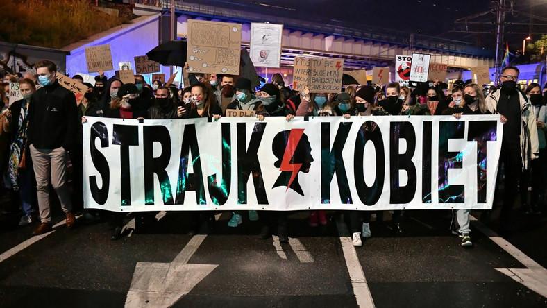 Uczestnicy protestu blokują ruch we Wrocławiu