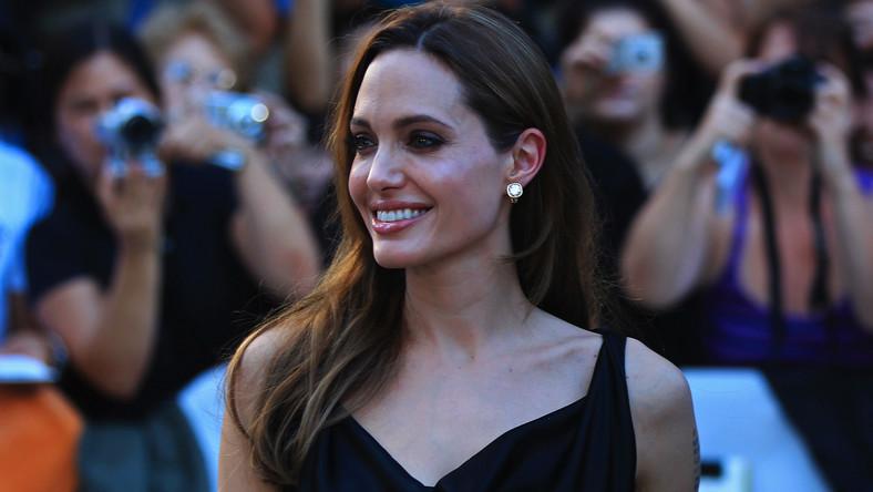 Angelina Jolie uznała, że musi spełnić ważną misję społeczną