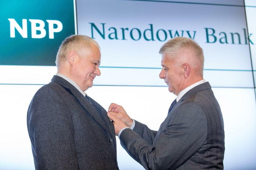 Szokujące zarobki w NBP