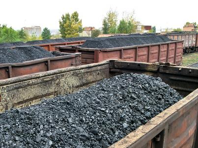 Węgiel nie jest odbierany z kopalń, a na jego dostawy czekają elektrownie