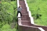 AP_skejt_stepenice_spustanje_vesti_blic_safe