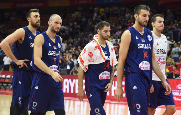 Reprezentativci Srbije pognutih glava