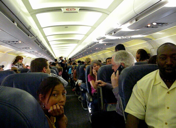 Putnici koji se vrpolje, stalno telefoniraju ili prespavaju čitav let mogu postati meta programa
