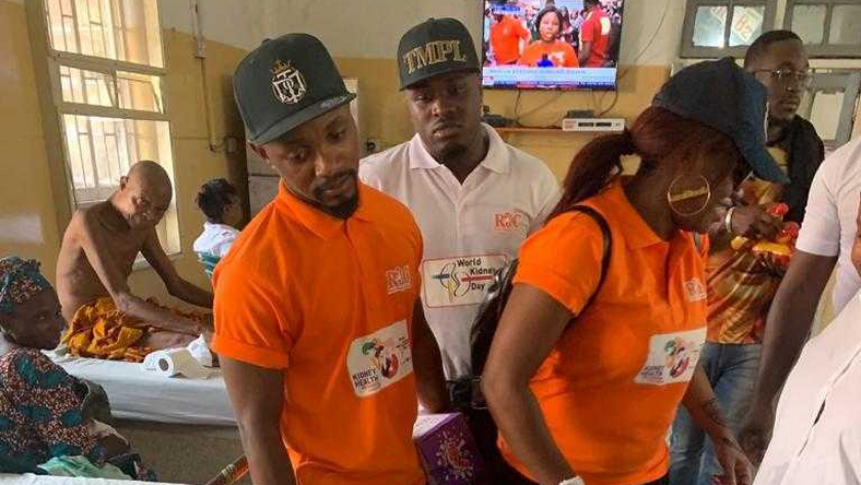 Three members of The Temple Company including Jeff Akoh and Bisola Aiyeola, paid a visit to the victims of the Lagos Island building collapse that happened on Wednesday, March 13, 2019.