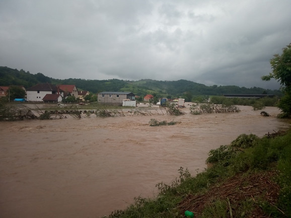 Oko stotinu kuća je pod vodom