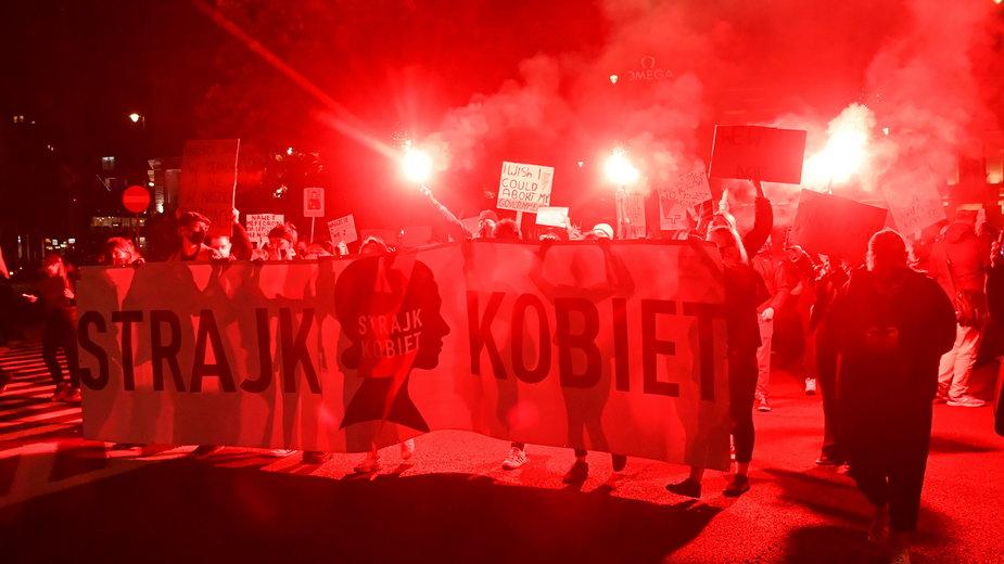 Aborcja Strajk kobiet: Poniedziałkowa blokada ulic w Warszawie