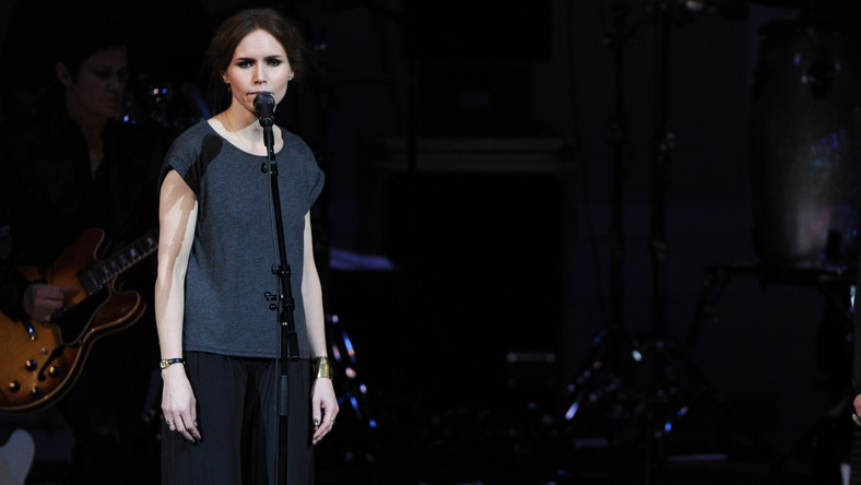 "Nina Persson podczas koncertu ""The Music of Prince"" w Carnegie Hall w marcu 2013 roku"