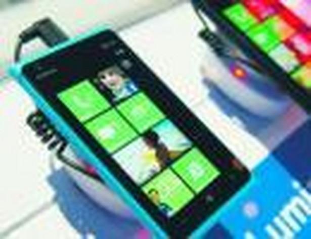 Nokia zaprezentowała na targach model Lumia 900 Bloomberg
