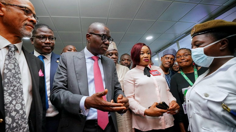 Governor Babajide Sanwo-Olu paid a visit to the Murtala Muhammed International Airport to assess  screening of inbound passengers for Coronavirus. [Twitter/@jidesanwoolu]