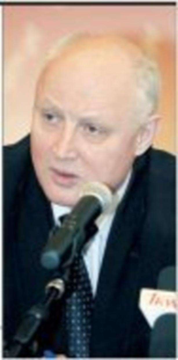 """Jasiński wyjaśnił, że w sprawie restrukturyzacji stoczni otrzymał od Fortis nie ofertę, a list intencyjny """"nie więcej, niż 2-stronicowy"""". Fot. GP"""