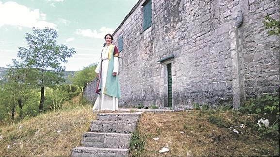 Jelena Mila kao Vasilija Vukotić