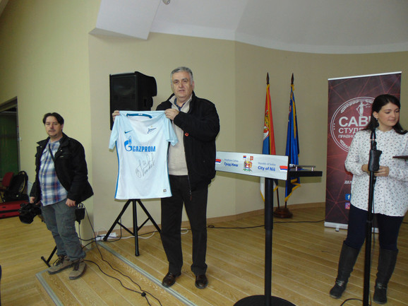 Na humanitarnoj aukciji prvi je izlicitiran dres Branislava Ivanovića