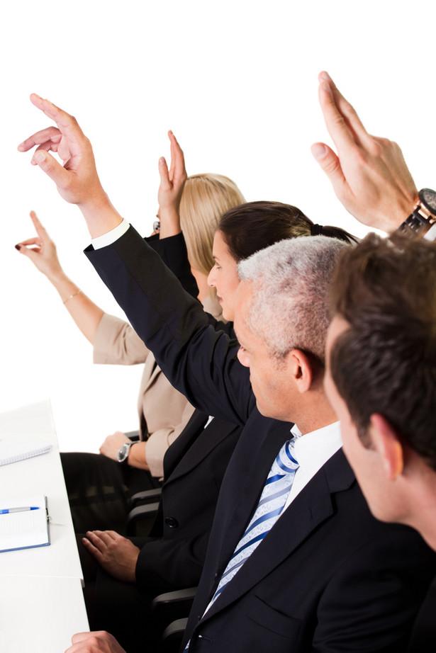 Spór istnieje jednak również wtedy, gdy spółka i członek zarządu występują wobec siebie w innych relacjach