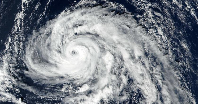Irlandia mocno odczuła skutki przejścia huraganu Ofelia. Siła wiatru dochodziła do 200 km/h