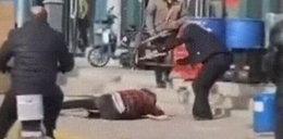 Zabił żonę na ulicy krzesłem. Nikt nie zareagował! + 18