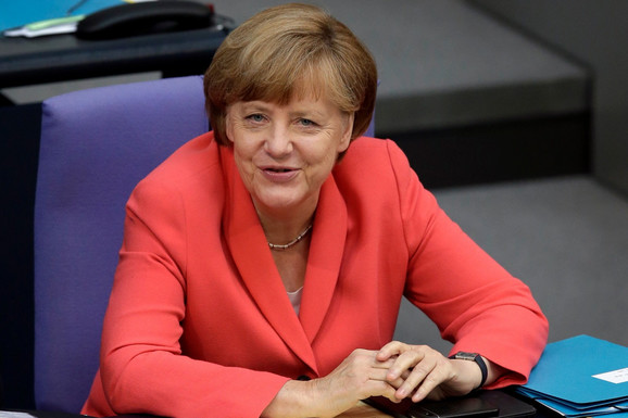 Merkel primila vakcinu Moderne posle prve doze AstraZeneke