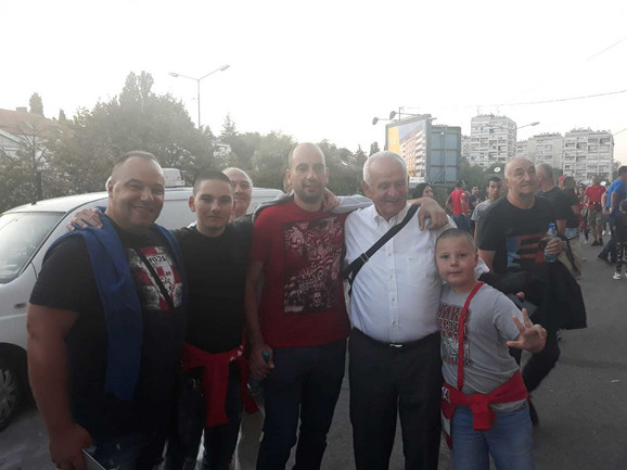Ljupko Petović sa navijačima Zvezde ispred Marakane