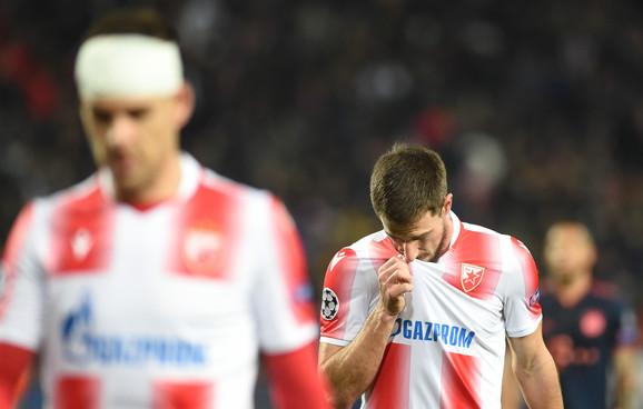 Utučeni igrači FK Crvena zvezda tokom meča sa Bajernom