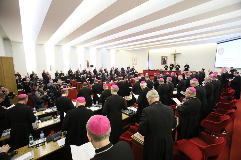 Obostrzenia dla kościołów. Episkopat w piątek o 10 organizuje konferencję