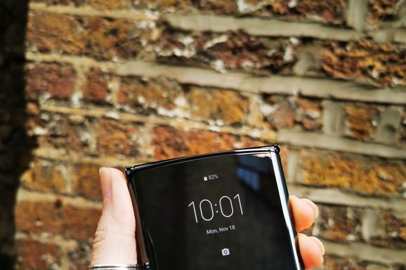Android vest Dugo se čekalo na zabavan i originalan telefon, a Motorola je u tome uspela. razr izgleda fenomenalno!