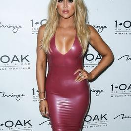 Seksowna Khloe Kardashian w lateksowej sukience