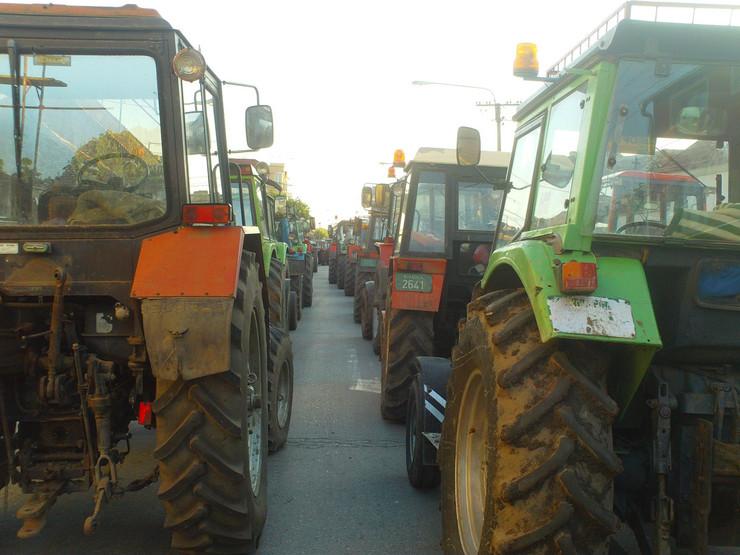 Ulica Moše Pijade u Pančevu u kojoj su paori parkirali svoje traktore