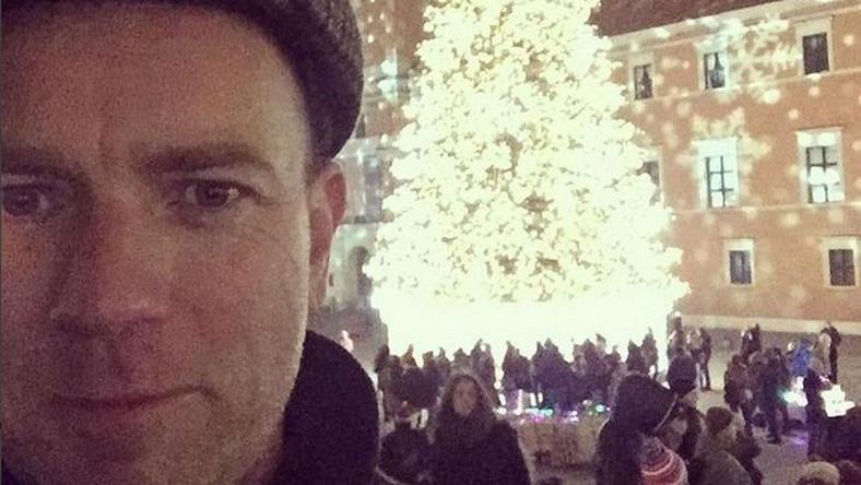 """""""Gdzie jestem?"""" - zapytał swoich fanów pod zdjęciem sprzed Zamku Królewskiego w Warszawie aktor"""