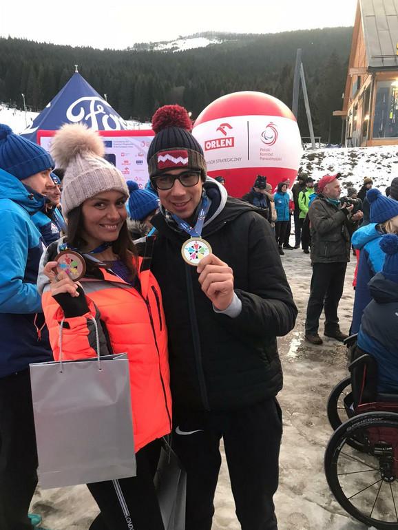 Petru zlato u nordijskoj disciplini, Neveni bronza u slalomu bordom