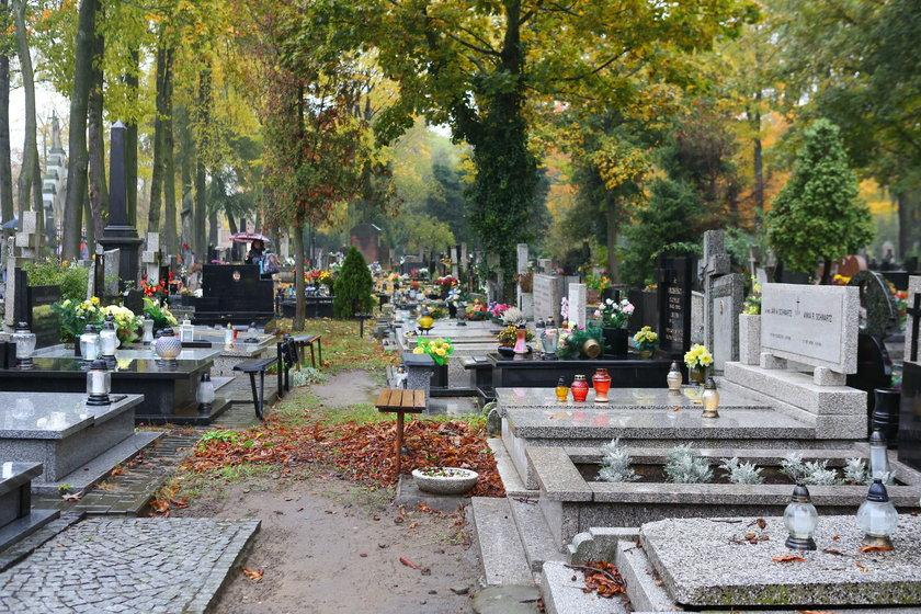Straż miejska będzie patrolowała cmentarze podczas święta Wszystkich Świętych