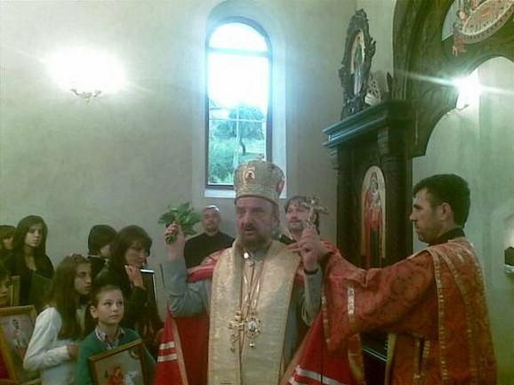 Vladika Vasilije i sveštenik Slađan Savić