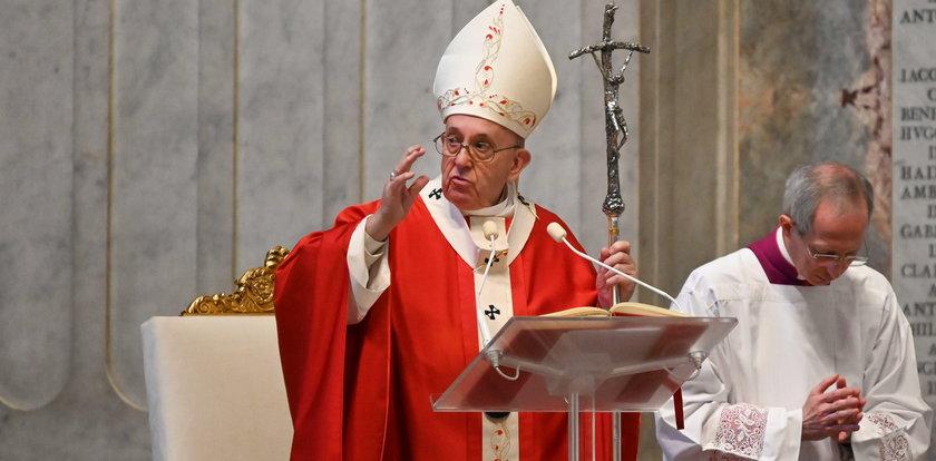 Przejmująca pustka w Watykanie. Papieżowi łamał się głos