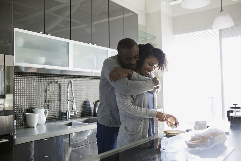 6 Ways To Be An Amazing Boyfriend When Your Girl Is On Her