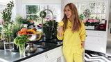 Tak mieszka Joanna Przetakiewicz w swoim luksusowym domu w Konstancinie. Złote dodatki i ogromna kuchnia robią wrażenie!