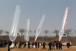 Aktywiści z Korei Południowej wysłali na Północ balony z ok. 100 tys. ulotek