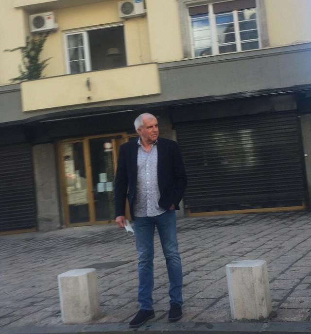 Trofejni košarkaški stručnjak Željko Obradović na beogradskim ulicama