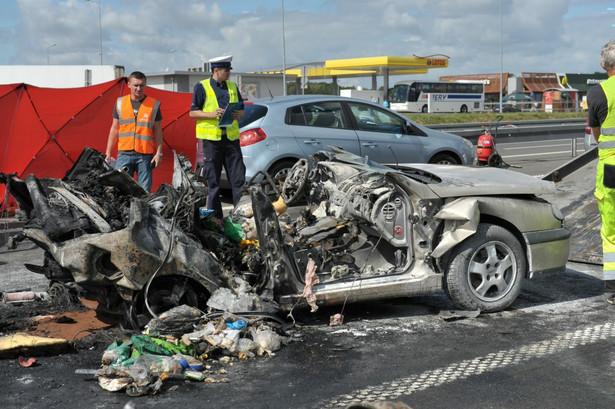 Trzy osoby zginęły, a jedna została ciężko ranna w wypadku na drodze S3 w okolicy Wysokiej Gryfińskiej. Fot. PAP/Marcin Bielecki