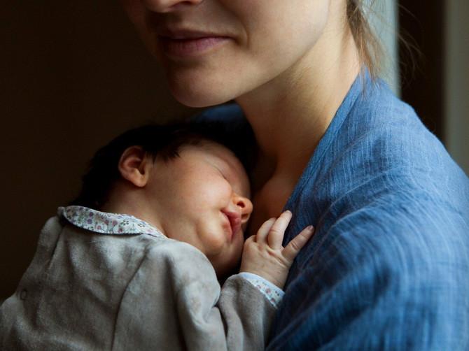 Sve više majki u Srbiji prisustvuje proslavi rođenja deteta: Da li je ovo dobar trend?