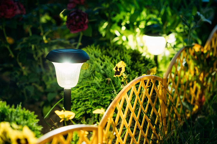 solarna lampa gruppi pokrivalica