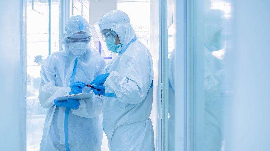 Jak koronawirus zachowuje się w komórkach? Badania polskich naukowców