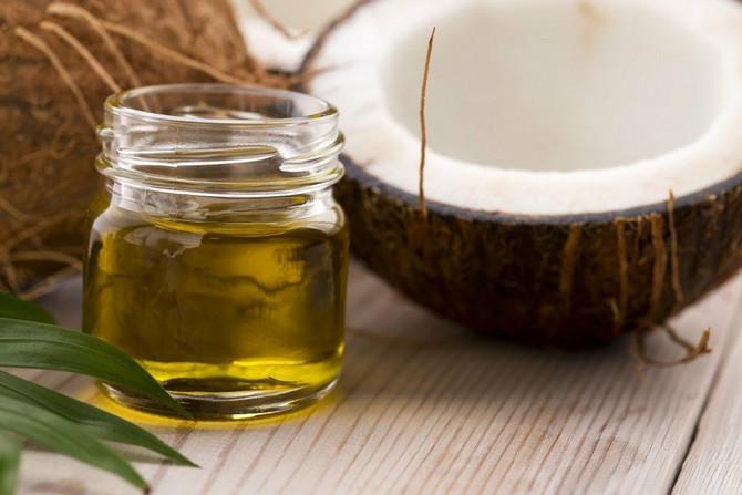 Kokosovo ulje sedoj kosi vraća boju i čini je zdravijom i snažnijom