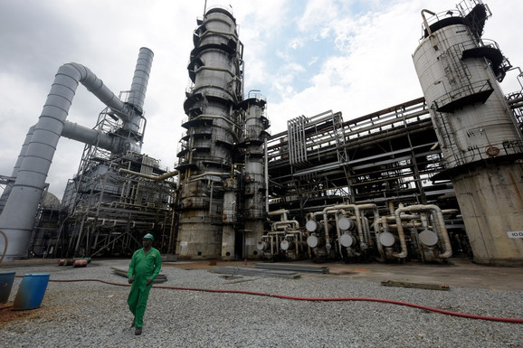 Nigeriji će rast obezbediti ako se preusmeri sa zavisnosti od nafte na jačanje infrastrukture (foto: rafinerija u Port Hartkortu)