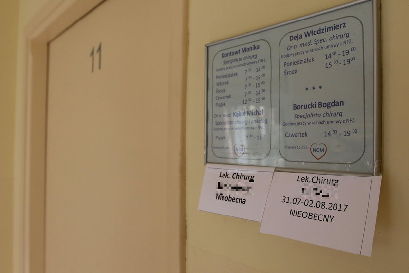 Takie karteczki informują o lekarskich urlopach