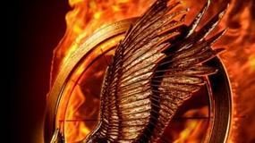 """Płonący plakat """"Igrzysk śmierci: W pierścieniu ognia"""""""