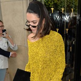 Kendall Jenner znów zaskakuje. Celebrytka nawet w codziennej stylizacji wygląda świetnie