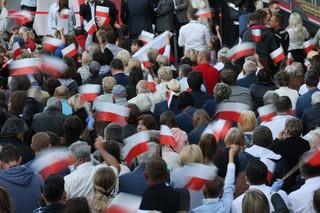Brytyjska prasa o wyborach w Polsce: Gorzka, zażarta walka dwóch wizji polskiej tożsamości
