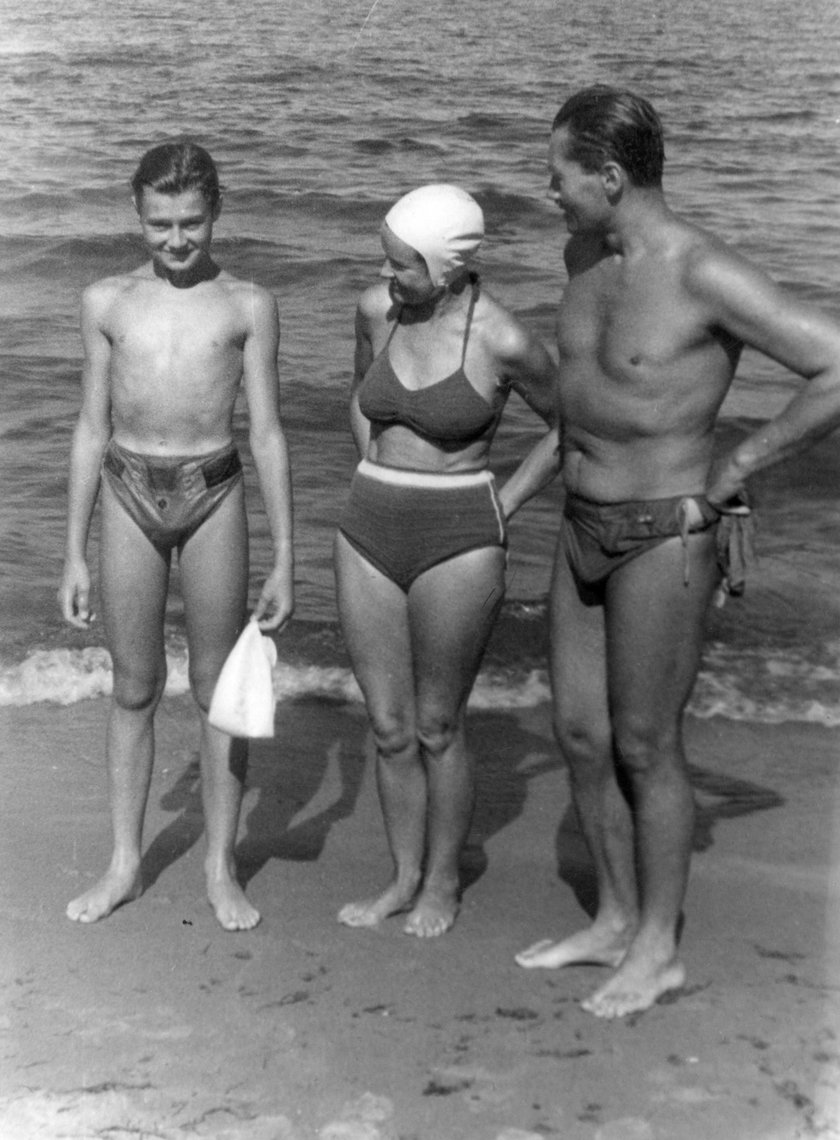 Aniela Blikle i Jerzy Blikle na sopockiej plaży - lata 50-te