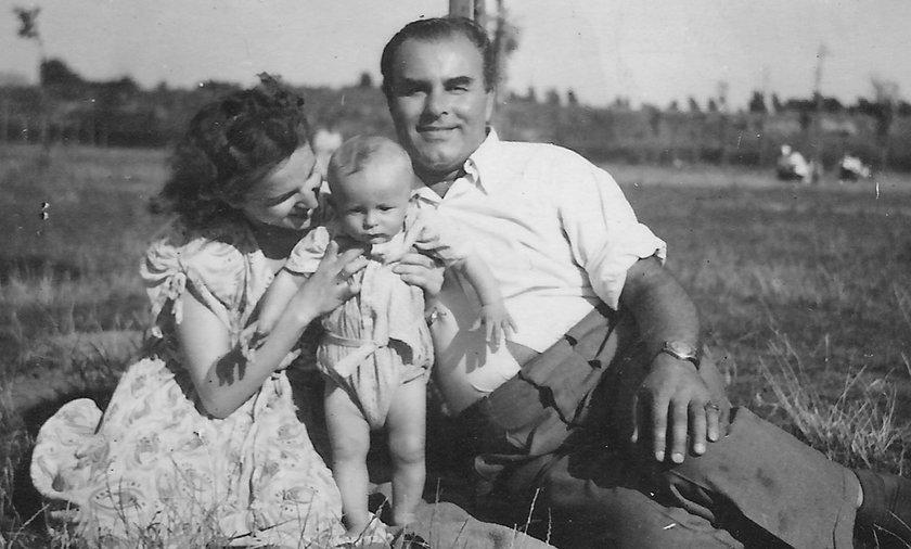 Zarówno ojciec January Krawczyk, jak i matka Lucyna Drapała byli aktorami i śpiewakami operowymi.