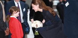Wpadka księżnej Kate! Wiatr podwiał jej spódnicę