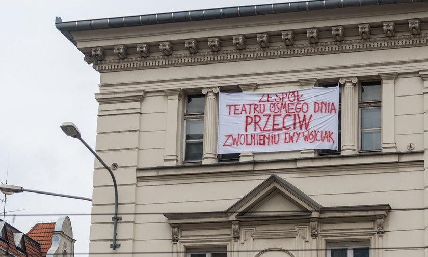 protest zespolu teatru osmego dnia przeciw zwolnieniu ewy wojcia