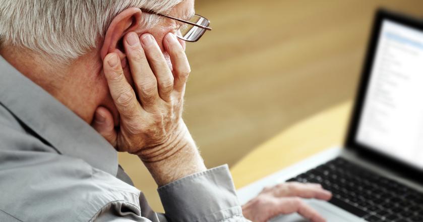 Mimo obniżenia wieku emerytalnego od października 2017 roku, wielu uprawnionych z tego przywileju nie korzysta, albo - mimo pobierania świadczenia - nadal pracuje